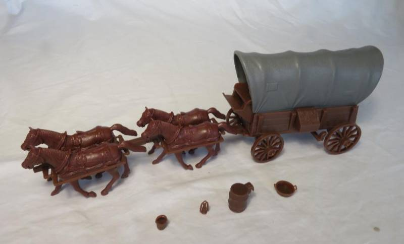 CTS Conestoga Wagon in brown with two tops in gray with 4 horses in 54mm