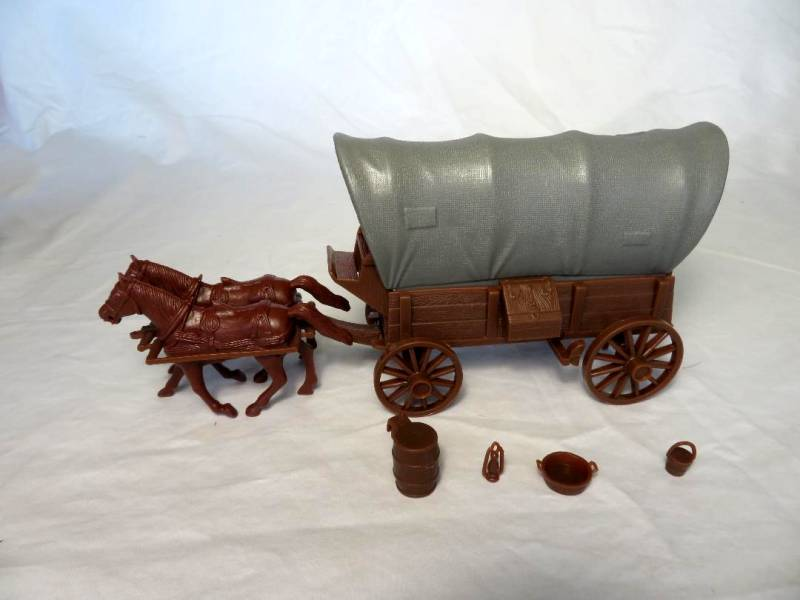 CTS Conestoga Wagon in brown with two tops in gray with 2 horses in 54mm