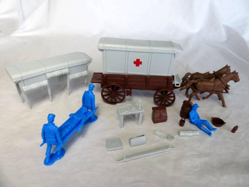 Red Cross Ambulance-brown wagon,gray top-PLUS Union casualties,54mm, plastic