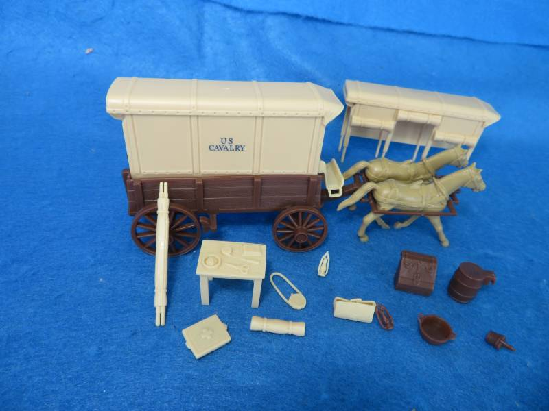 U.S. Cavalry Square Top Wagon -- body (brown) w/2 different (cream) tops and  driver   <font color=#CC0000>(54mm) </FONT>