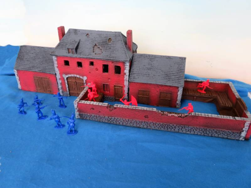 Battle of Waterloo Hougomont Farm House (34'' L x 12''W x 10'' H)   <font color=#CC0000>(54mm) </FONT>