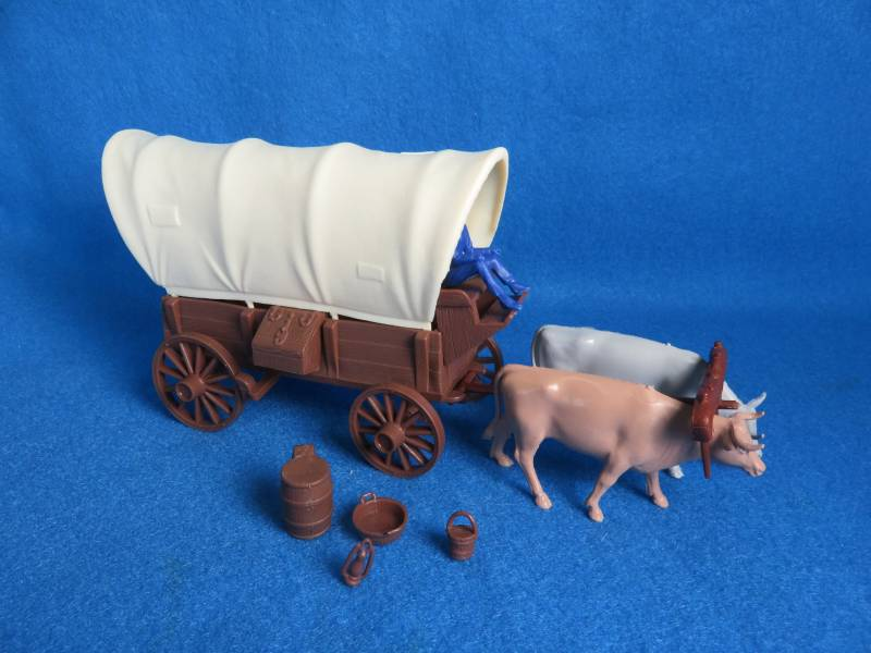 Ox Drawn Conestoga Wagon (brown) w/2 different (cream) tops <font color=#CC0000>(54mm) </FONT>