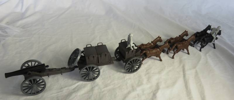 Classic Toy Soldiers 6 horse Civil War Limber, Caisson and 12 pound cannon (dark brown) with Confederate figures