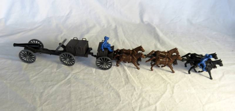 Classic Toy Soldiers 6 horse Civil War Limber, Caisson and 12  pound cannon  (dark brown) with Union figures