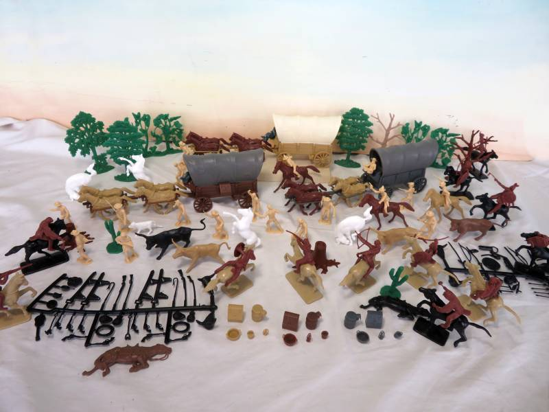 CTS Wagon Train playset, 54mm, over 170 pieces