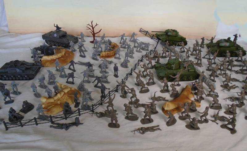 WWII Russian Front Playset --- 165 pieces (s&h $30) <FONT COLOR=#CC0000>(54mm) </FONT>