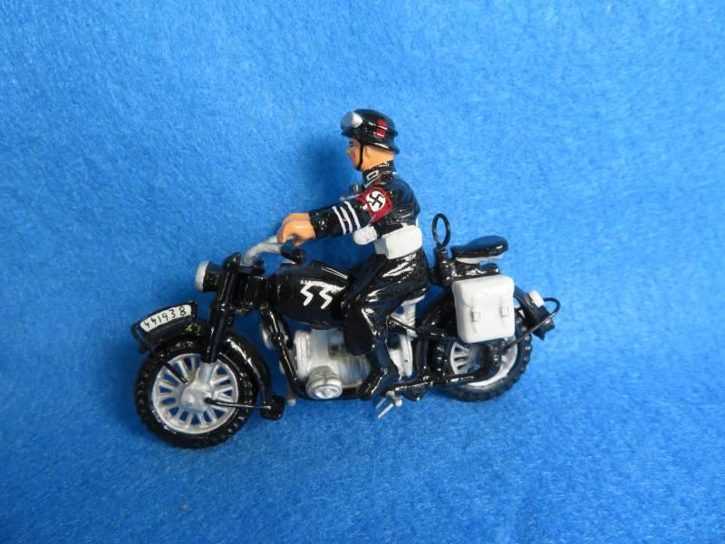 King & Country LAH 055 Berlin '38 messenger Nazi motorcycle, painted metal