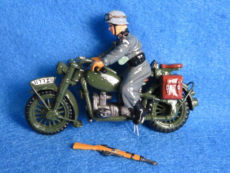 King & Country WWII German army motorcycle, 1/30th, metal