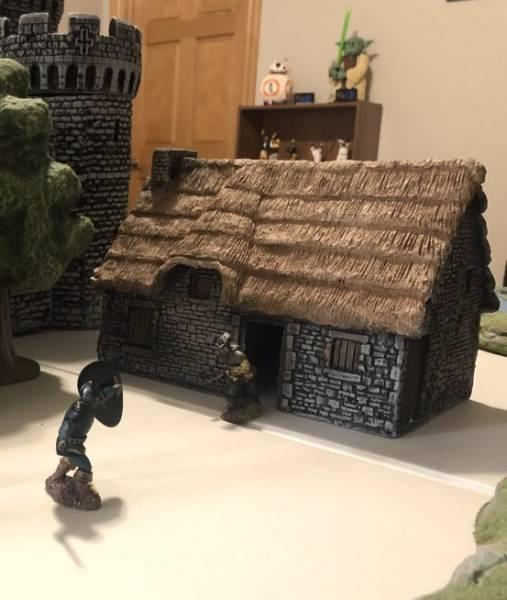 LOD Enterprises: Medieval Stone Cottage (Large) painted