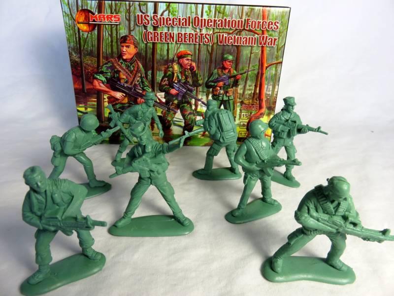 MAR109A Vietnam War - U.S. Green Berets   (54MM) 15 in 8 poses  #32008
