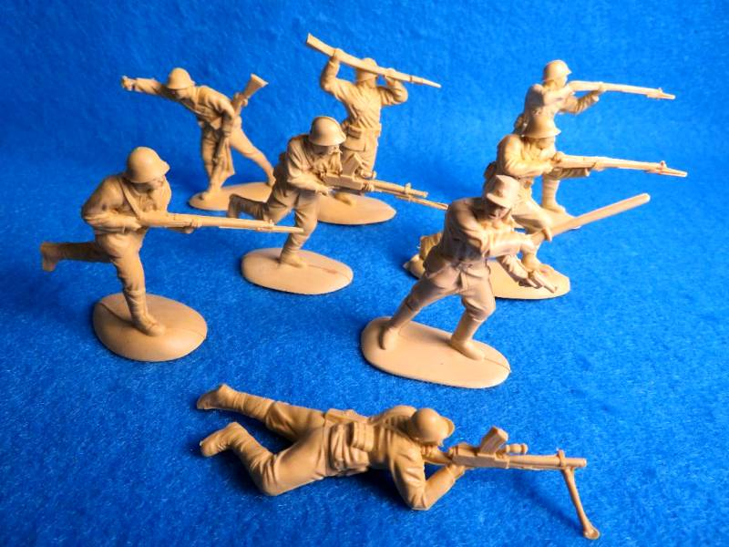 Mars #32015 WWII Japanese infantry ,15 figures in 8 poses, 2 1/16 inches tall