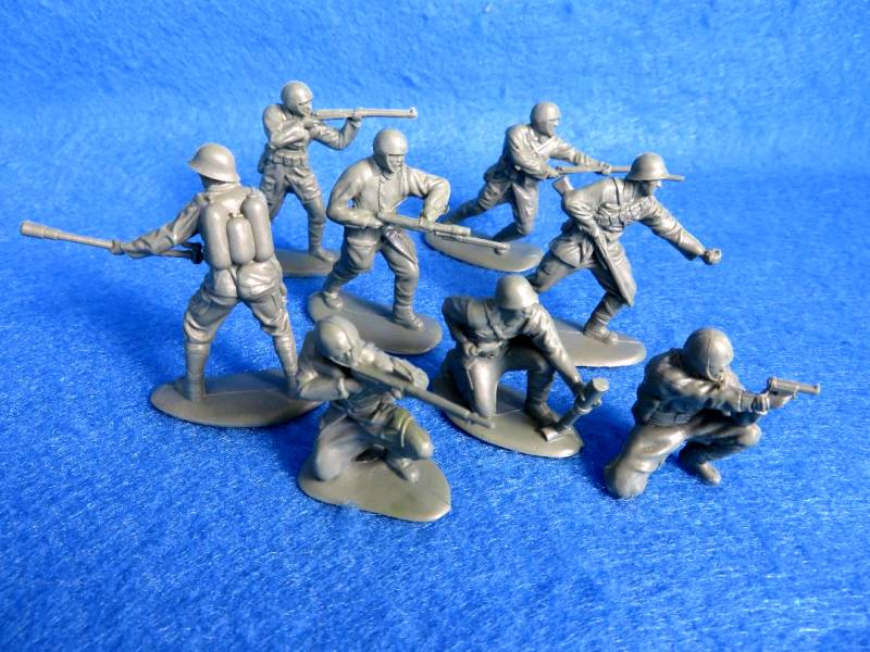 Mars WWII Japanese Paratroopers 15 figures in 8 poses (54mm) in green