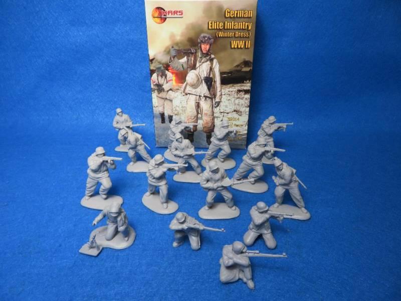 Mars WWII German Elite Infantry Winter Dress #32014, 15 Figures in 8 poses (54MM)