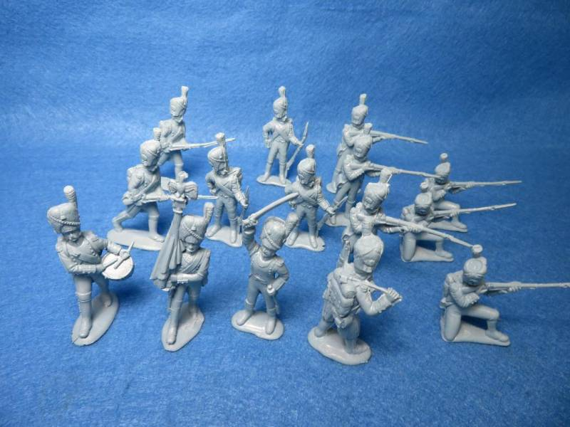 Mars Napoleonic French Old Guard Infantry #32022 (1805-1815) 15 figures in 8 poses (54MM)