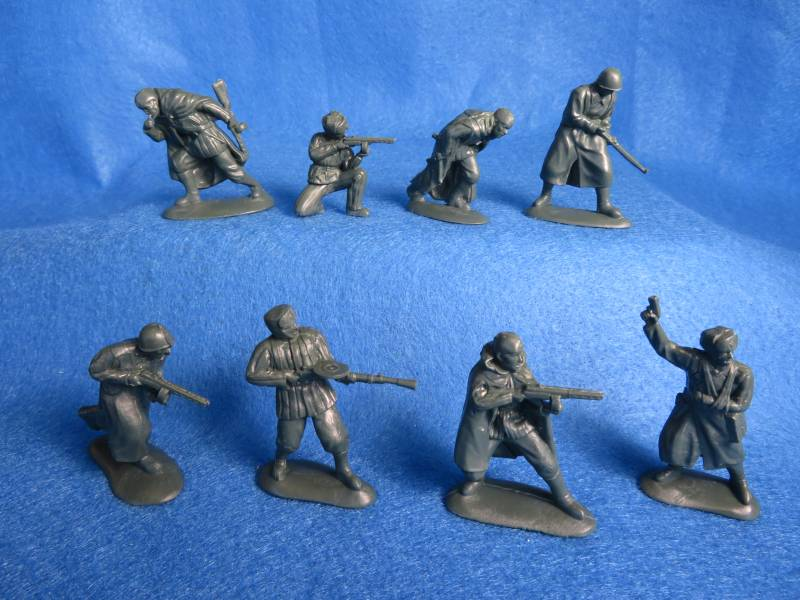 Mars #32025 WWII Russian infantry, 15 figures in 8 poses, 54mm