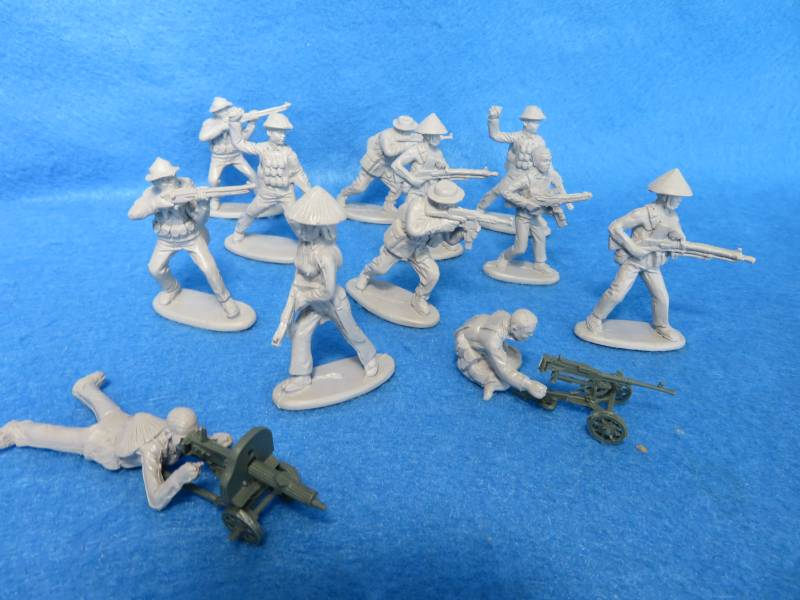 Mars#32030 Vietcong with Heavy Weapons, 12 Figs-8 poses + 2 heavy guns