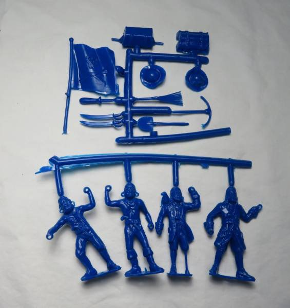 Pirates 4 figures in 4 poses w/10 weapon accessories, blue,54mm