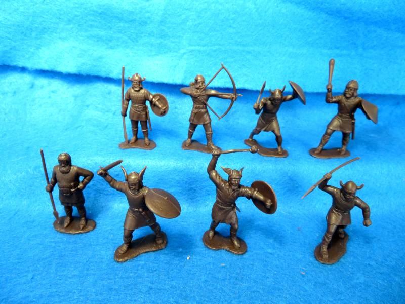 MARX: 60MM Vikings, 8 Figures in 8 poses dark gray