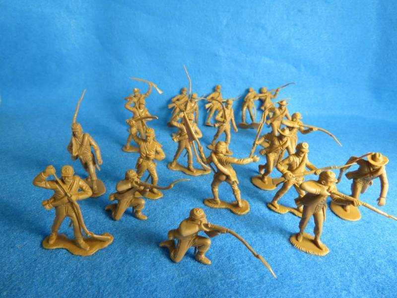 Marx Confederates 22 figures in butternut (with slight mold defects)