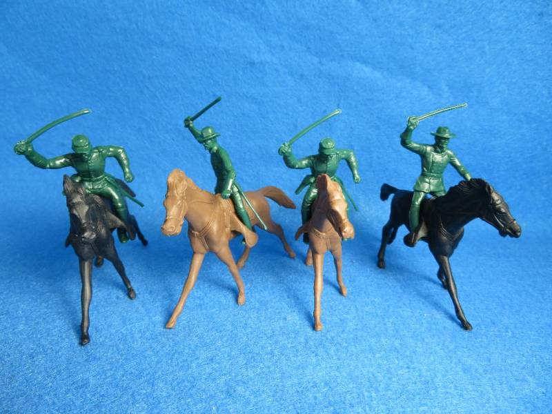 Union Cavalry 4 mounted in 2 poses (Green) w/4 horses (54mm)