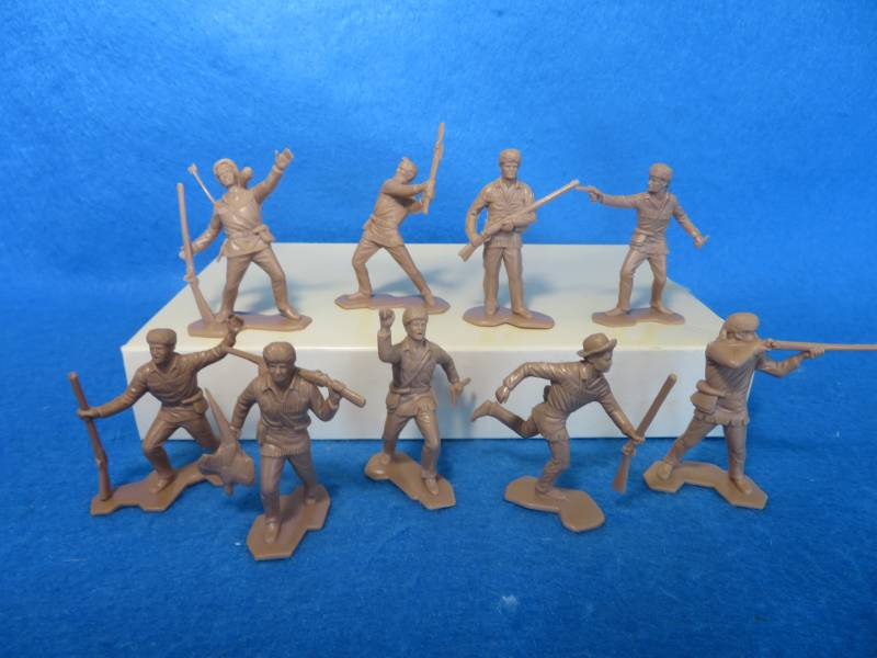 Marx Boonesborough Pioneers 9 figures in 9 poses (in flat tan) 54mm <font color=#CC0000>(54mm) </FONT>