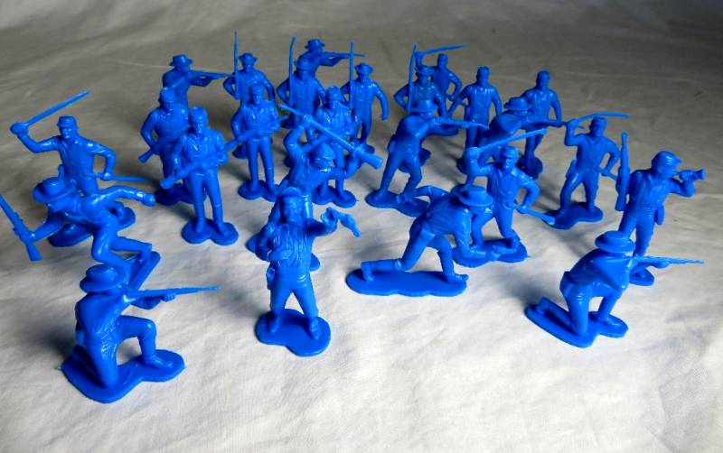 Marx western cavalry a foot,25 figures in 11 poses, medium blue, 54mm