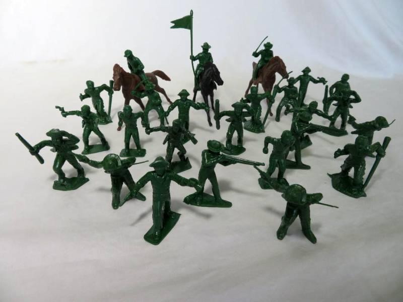 Cavalrymen/frontiersmen + horses by Marx reissues of 1950's, 50mm, green