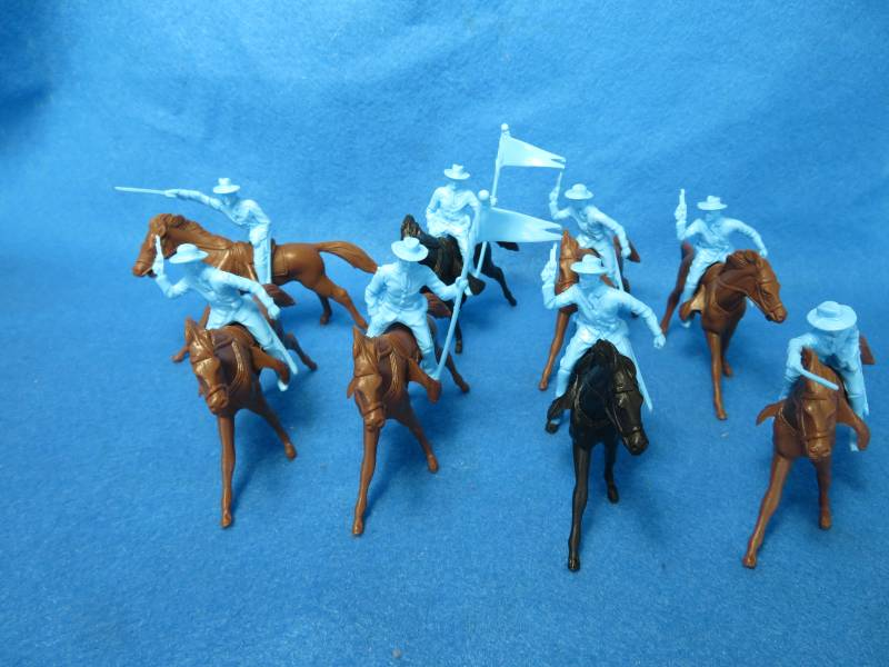 Long Coat Cavalry 8 mounted figures in 3 poses (light blue) w/6 horses (54mm)