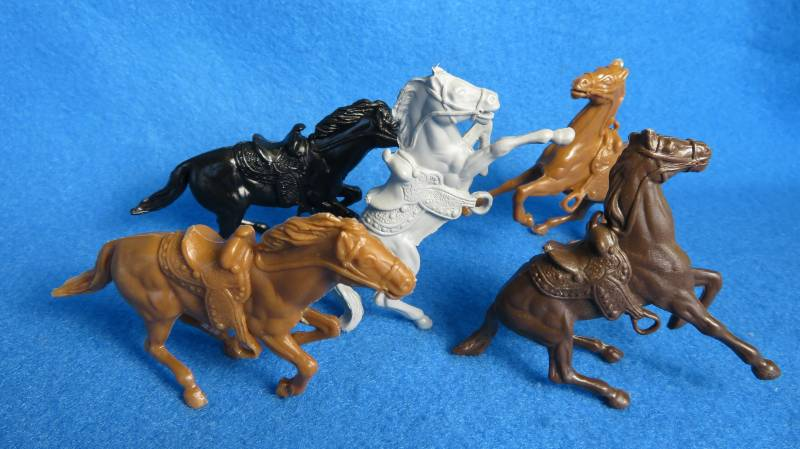 Marx Western Horses 5 in 3 poses    <font color=#CC0000>(54mm) </FONT>