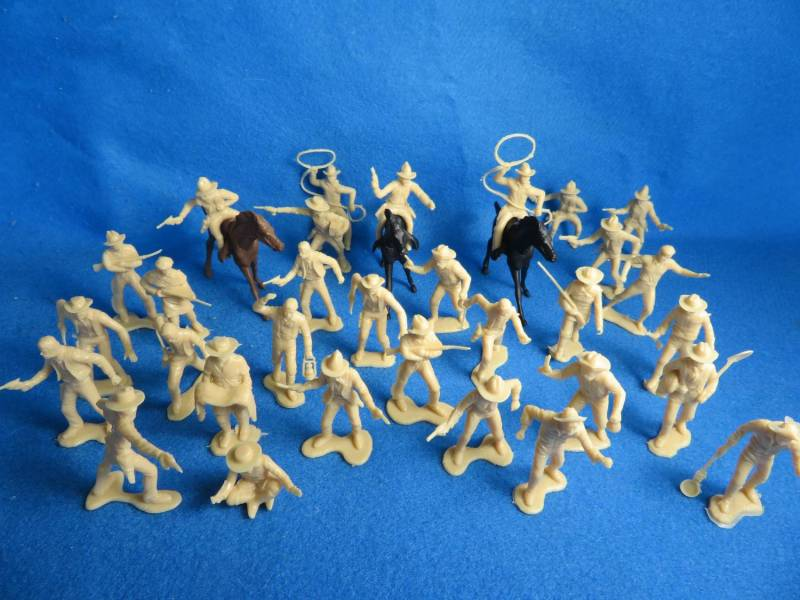 Marx cowboys, trappers and miners in tan plus 3 horses