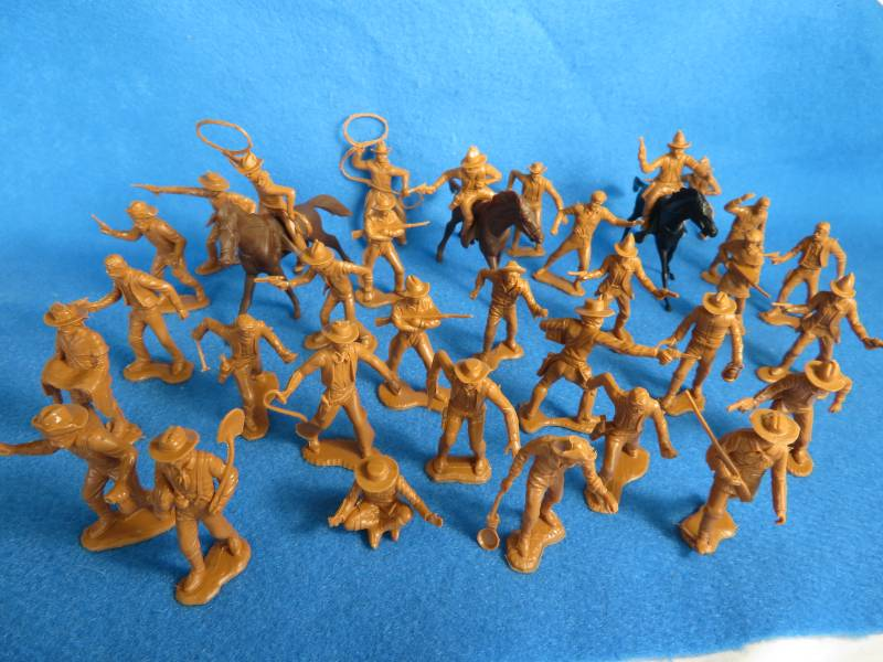 Marx cowboys,trappers + miners with horses,35 pieces, brown (54mm)