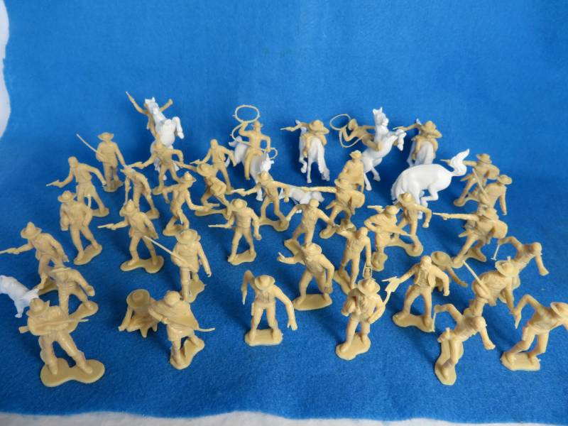 Marx reissue cowboys and miners with horses and calves- 48 pcs, 54mm, tan + white