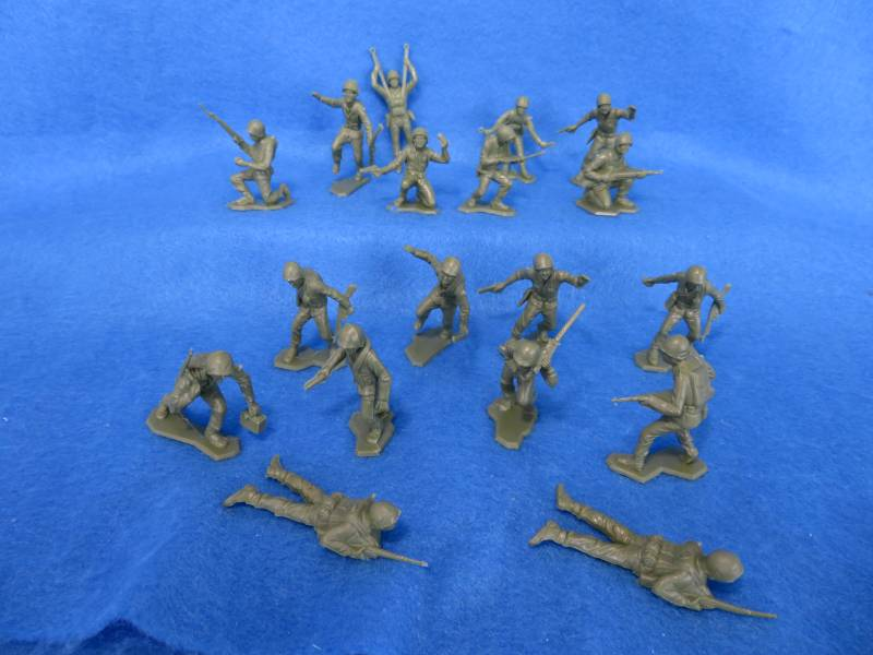 Marx WWII combat Marines 18 in 14 poses, 54mm, GREEN