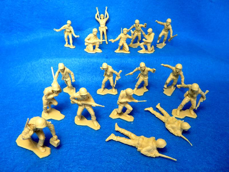 Marx WWII Combat Marines, 18 figures in 14 poses, TAN, 54mm