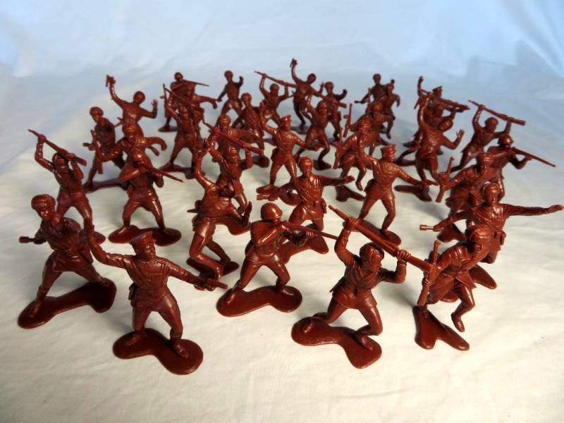Russians 36 figures in 6 poses (reddish brown)  <font color=#CC0000>(54mm) </FONT>