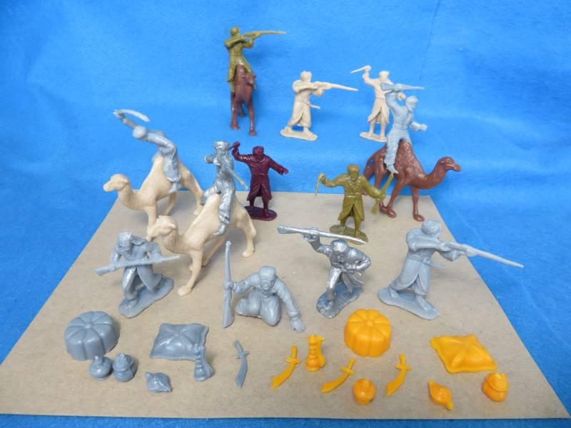 MXR181D Marx Arabs (60MM) 12 in 9 Poses, 4 Camels, Accessories