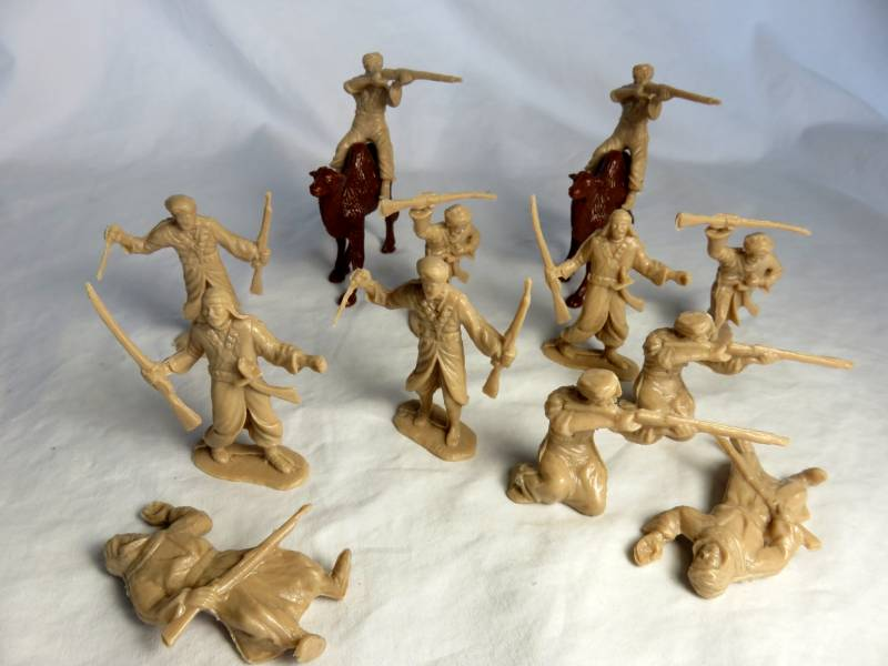 Marx Arabs: 12 Figures in 6 New Poses in Tan Color