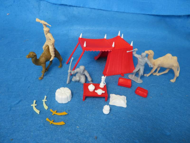 Marx Arab tent with figures, accessories + camels, 54/60mm, plastic