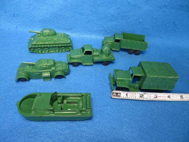 Marx reissue military vehecles,hard plastic,train loads.30mm