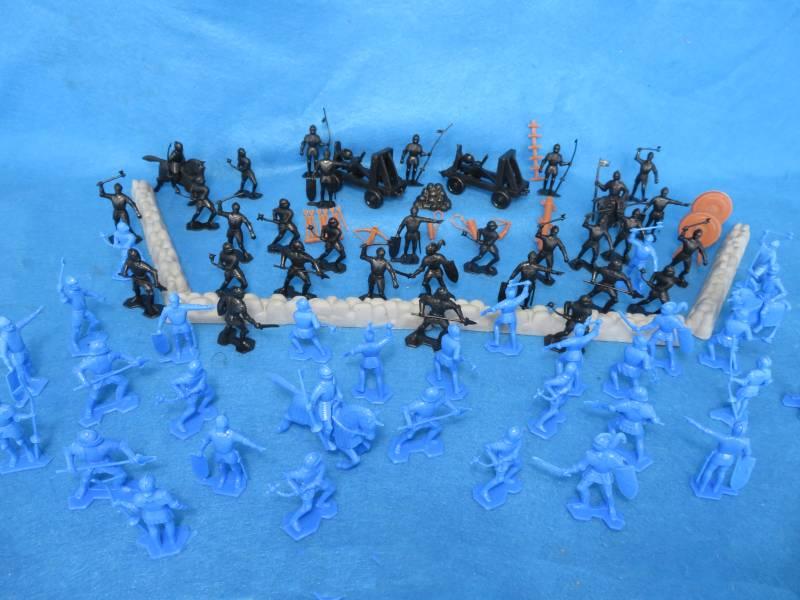 Marx medieval Knights battle set, 85 pieces, 54mm, plastic
