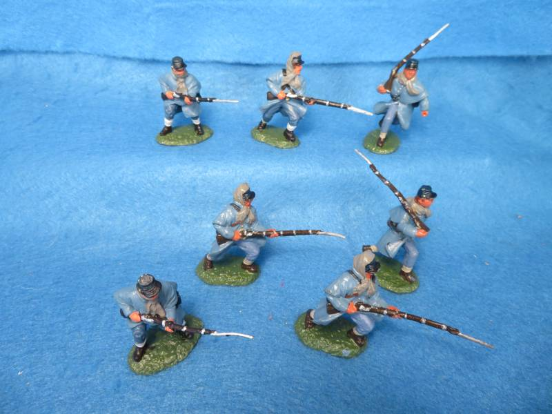 Hand Painted Plastic Figures: TSSD Union Infantry in Winter Coats