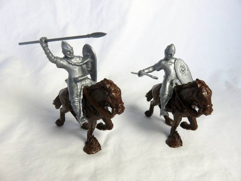 RPL106A Medieval mounted Norman knights X 2, 54mm