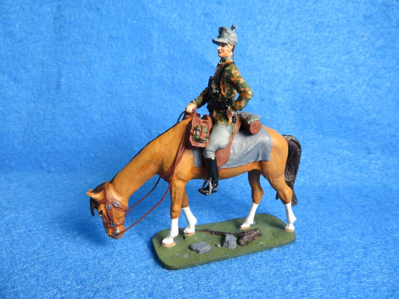 WWII mounted German in camo by Vallant, 1/32, metal