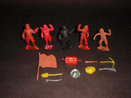 MPC Pirates (original) 5 figures in 4 poses w/9 accessories (colors vary)   <font color=#CC0000>(54mm) </FONT>