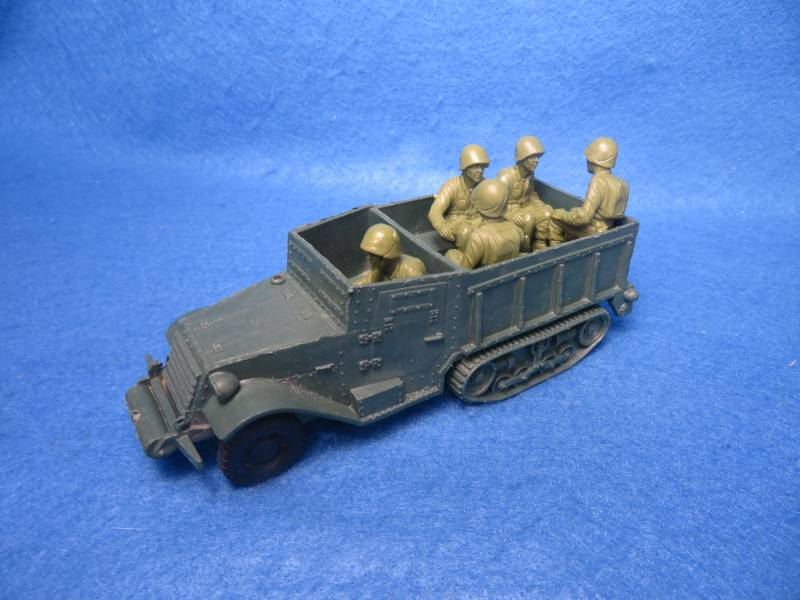 Marx vintage WWII U.S. 1/2 track with crew of 5 GI's,54mm